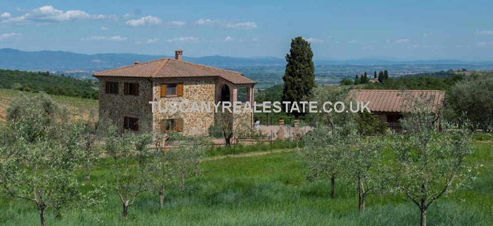 This beautifully presented property in Tuscany is located near to Sinalunga and comprises a recently reconstructed 2 bed stone villa and 1 bed independent guest house. Lovely far reaching views and garden of 1900 square metres with vineyard, olive trees and ornamental plants. It includes a wide yard and a small vegetable garden.