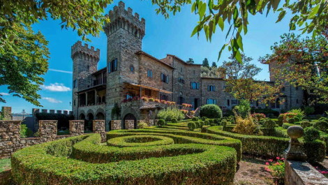 Private castle for sale in Tuscany Italy