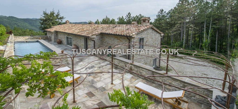 An exceptional home situated in an elevated position overlooking the hills and valleys of Green Umbria which has been restored and fitted to a luxury standard.