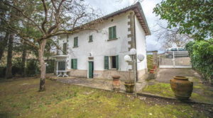 Tuscany property for sale renovation needed