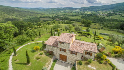 Newly Built Farmhouse Near Caprese Michelangelo