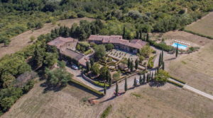 Tuscan Medieval hamlet, Agriturismo, pool and land