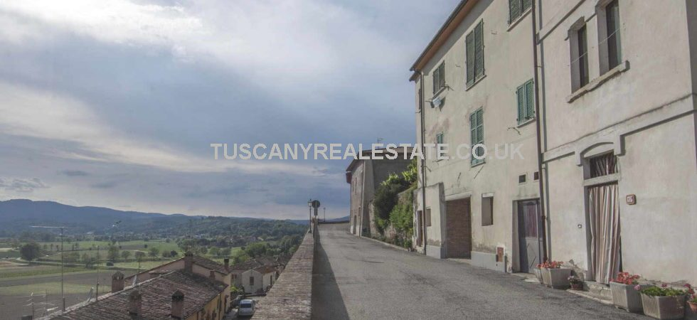 Well priced Tuscany property, in the historical centre of Monterchi, 2 bed apartment with a wonderful view on the surrounding Tiber Valley.