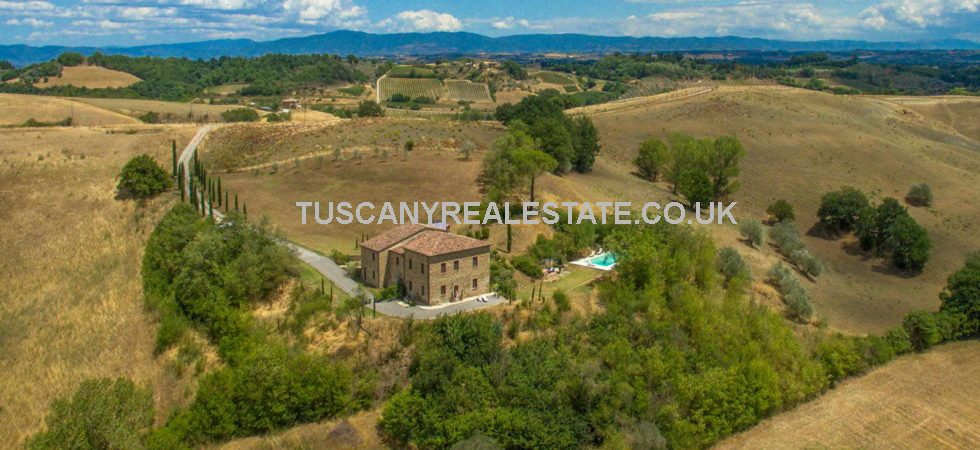 This restored Tuscan country house with pool, located near to Montepulciano, offers interesting home or income possibilities.