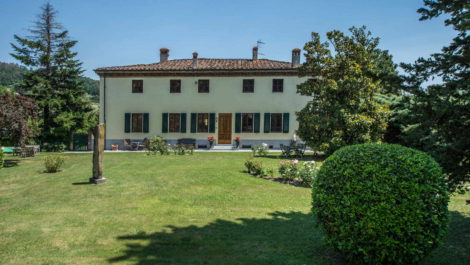 Lucca villa property for sale