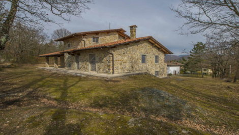 Tuscan Villa with potential. Caprese Michelangelo