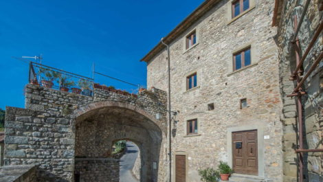Buy an apartment in Tuscany