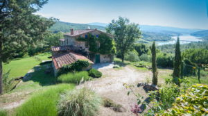 Farmhouses for sale in Tuscany Italy