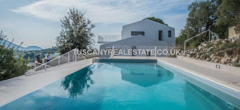 Unique and modern 3 bed villa property for sale with swimming pool and fantastic views, near to the the famous Italian coastal town of Sperlonga. Currently used as a holiday home and for rentals it would also be ideal for year round use.