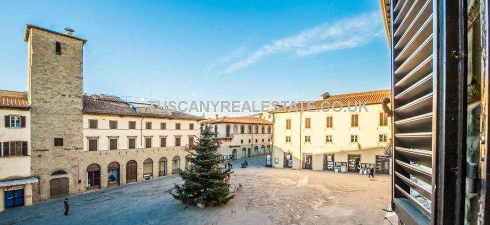 Great location in the town centre of Sansepolcro, overlooking the main square, and a short walk from shops, restaurants, amenities and facilities, a 2 bed restored apartment for sale. Sansepolcro is a historic traditional town which upholds the traditional Italian way of life, ideal for immersing yourself in the Italian culture.