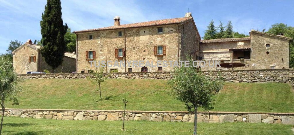 Farmhouse with guest house for sale in Umbria