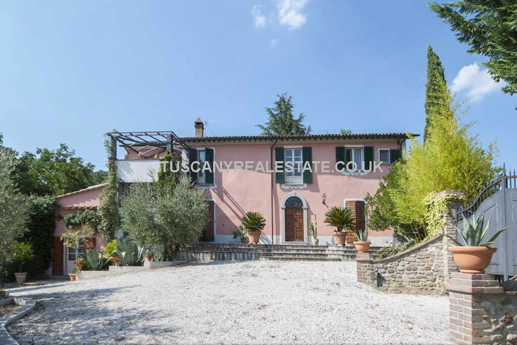 Umbria Villa With Pool For Sale