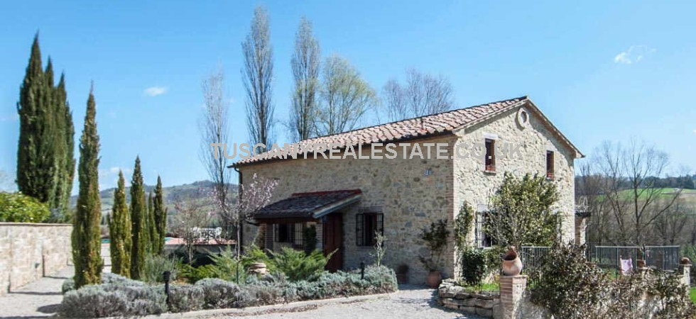 New build 2 Bed farmhouse with private garden for sale on a small complex with pool near Città di Castello. Built in traditional style in stone.