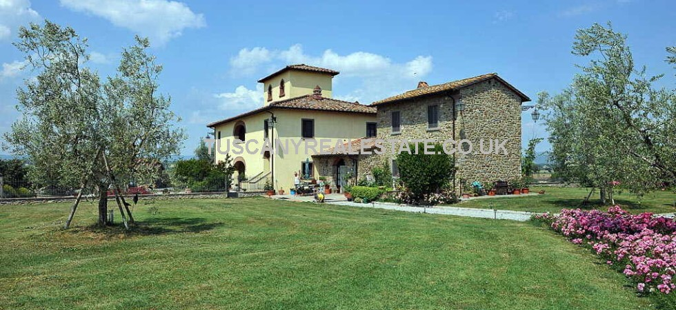 Prestige property near to Arezzo consisting of a restored historical Leopoldina House with chapel, dependance, pool and land. Well restored and maintained property and gardens.