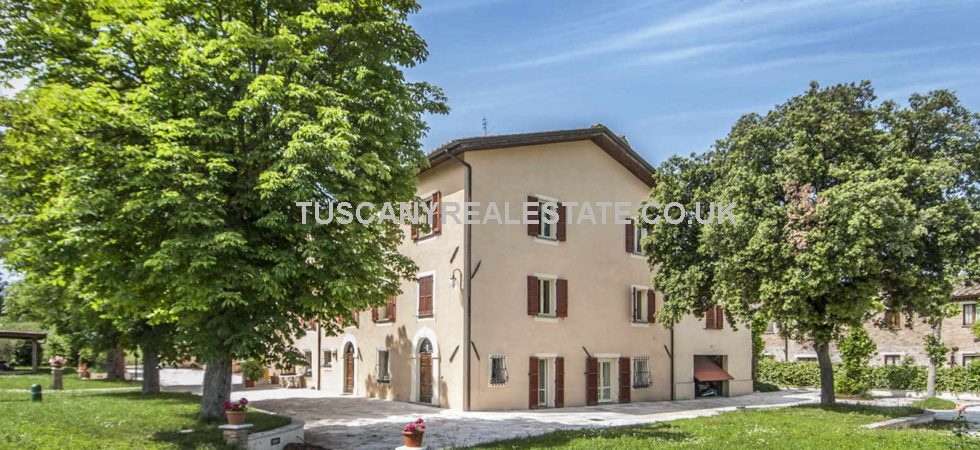 Near to Umbertide in Umbria, a 8 bedroomed villa property with garden and pool.
