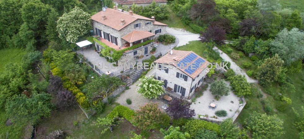 Caprese Michelangelo farmhouse and cottage, studio and gardens. Excellent restored stone properties with all mod cons and extremely well priced.