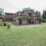 Umbria villa, two annexes, garden, olive grove