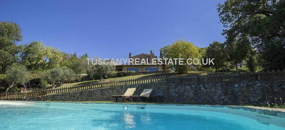 Near Saturnia is this restored traditional stone farmhouse which has the added bonus of a dependence, gardens, swimming pool and 1 hectare of land.
