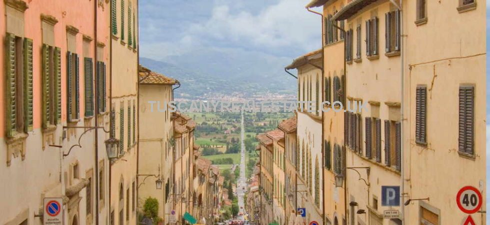 Anghiari Tuscan Townhouse for sale, mainly restored but requiring final layout design and finishing internally. Possible to make 2 units.