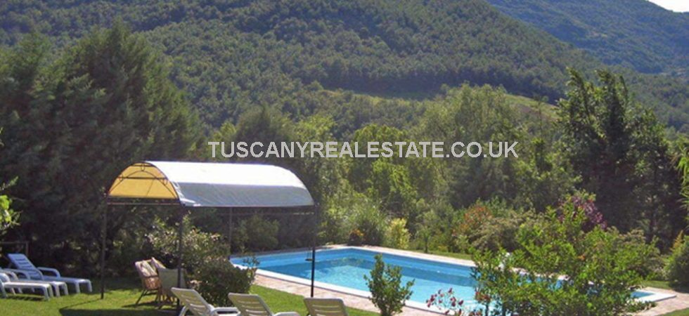 4 Bed detached stone Umbria property with pool for sale. The house, which is equipped with many comforts, has been successfully rented as a holiday home in the last 5 years