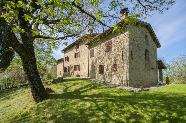 Tuscan Farmhouse For Sale – 7 Bedrooms
