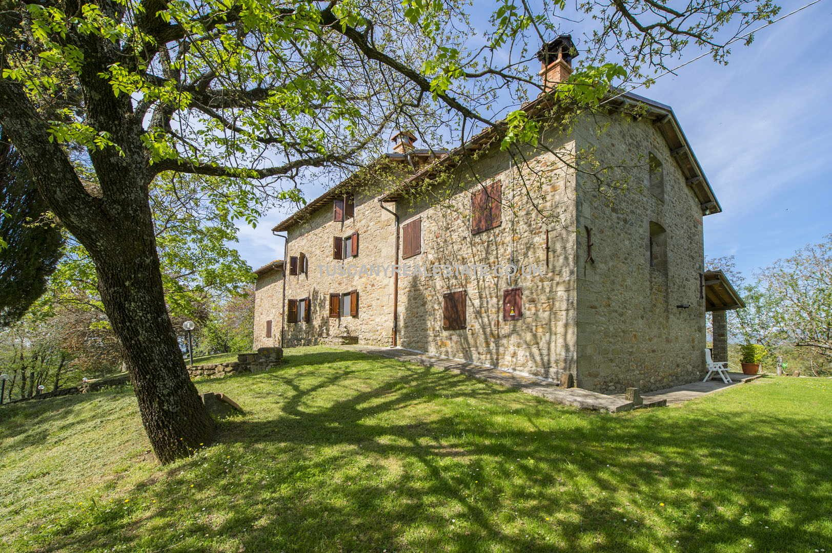 Large Tuscan Farmhouse For Sale Near Sansepolcro - 7 Bedrooms