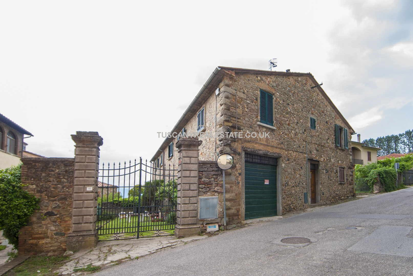 Tuscany Italy apartment for sale located just outside the historic centre of Anghiari