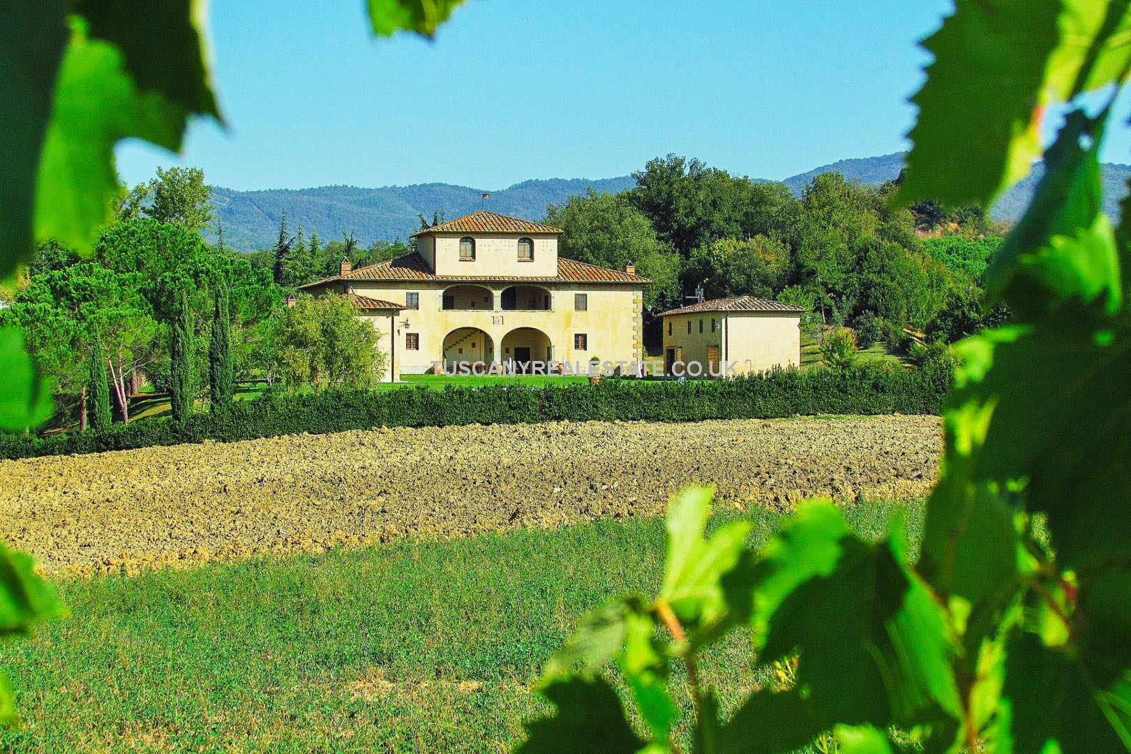 Superb restored 19th-century Luxury villa for sale in Italy. Located near to Arezzo in Tuscany