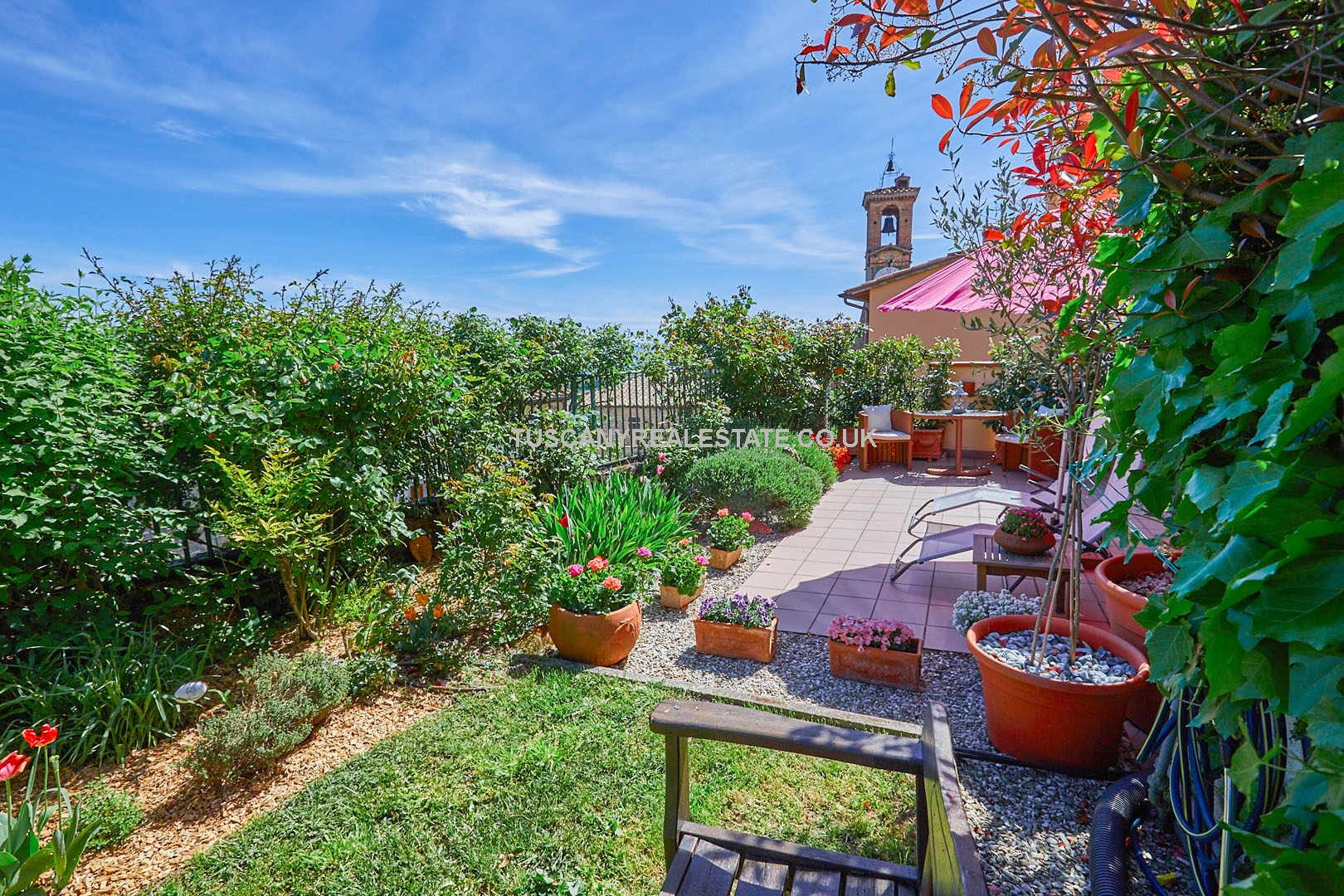 Retiring in Italy or are looking for a holiday home this 2 bedroomed restored stone property in Citerna in Umbria should be on your viewing list.