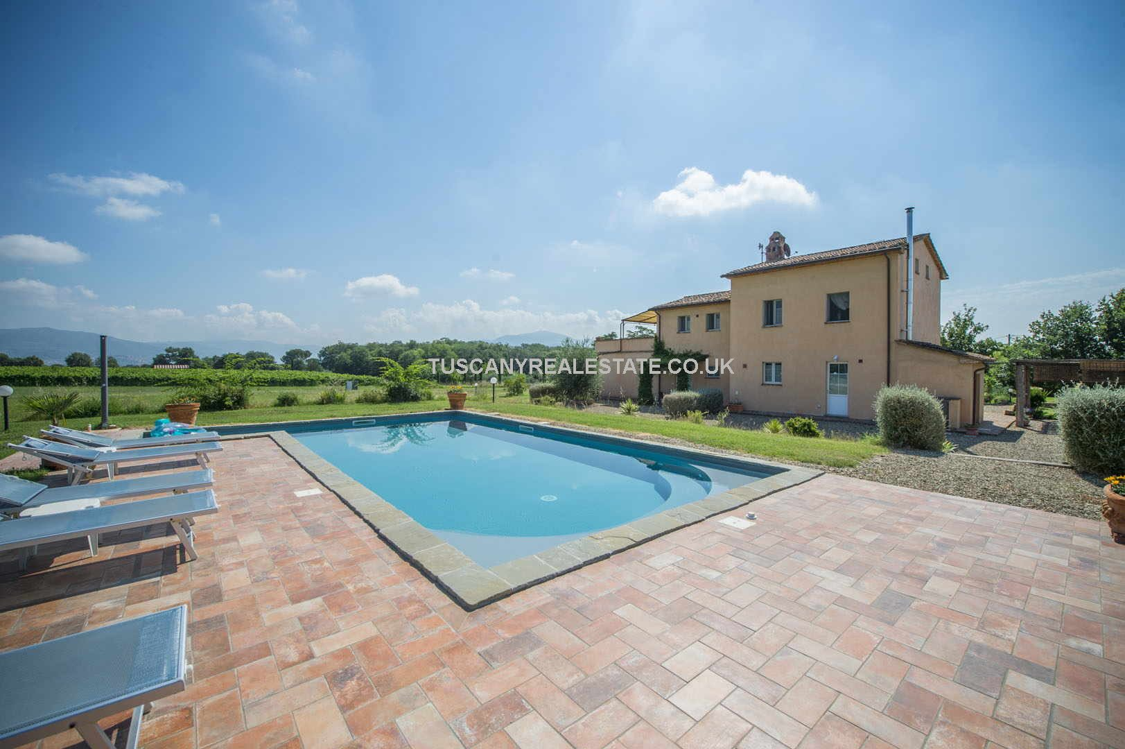 Tuscan farmhouse bed and breakfast with pool