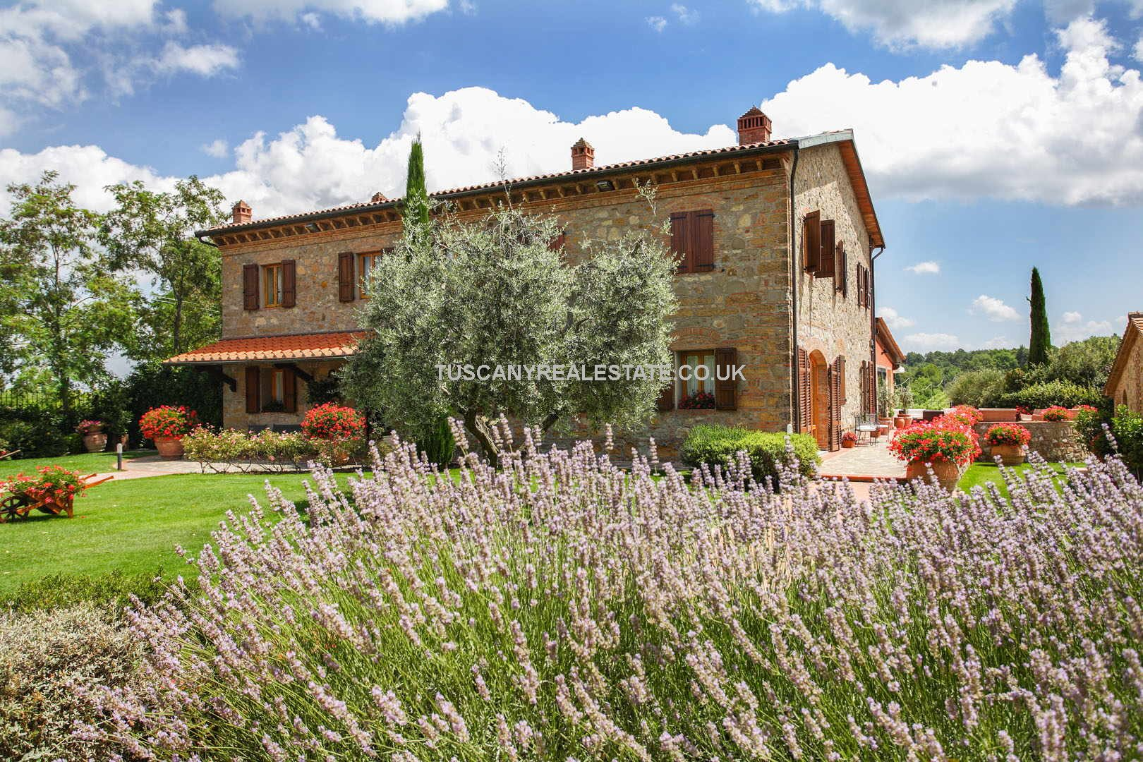 Established Tuscan holiday complex and wedding/conference venue located near to San Gimignano