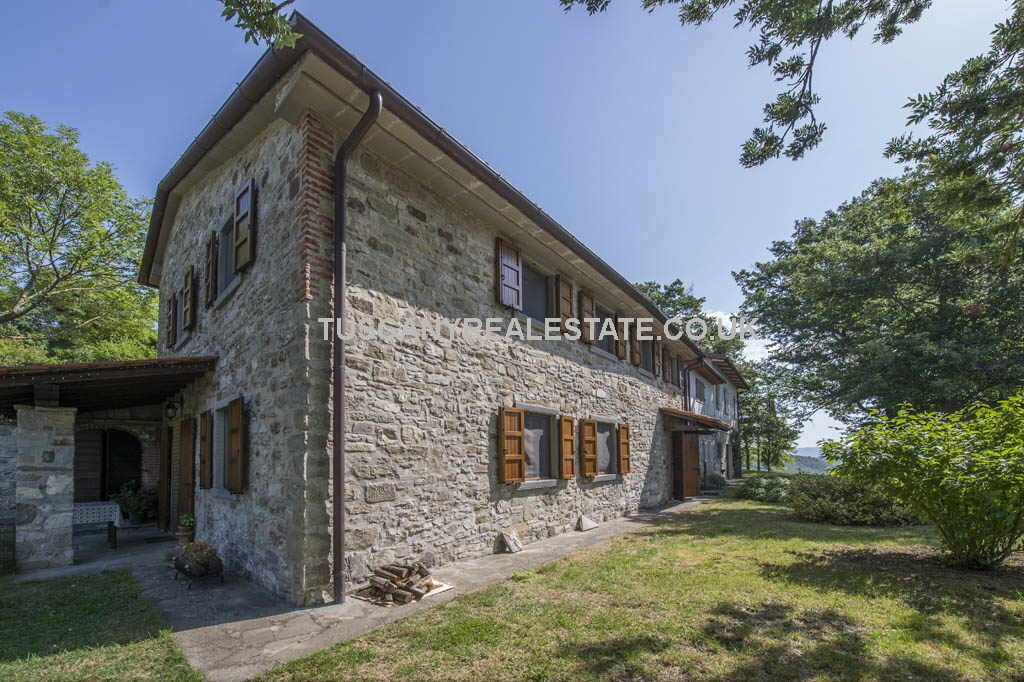 Farmhouses near Chiusi della Verna Tuscany for sale