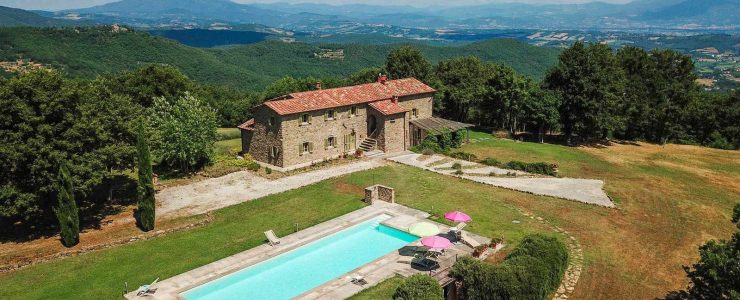 Tuscan farmhouse with annexe, swimming pool, olive grove and woodland