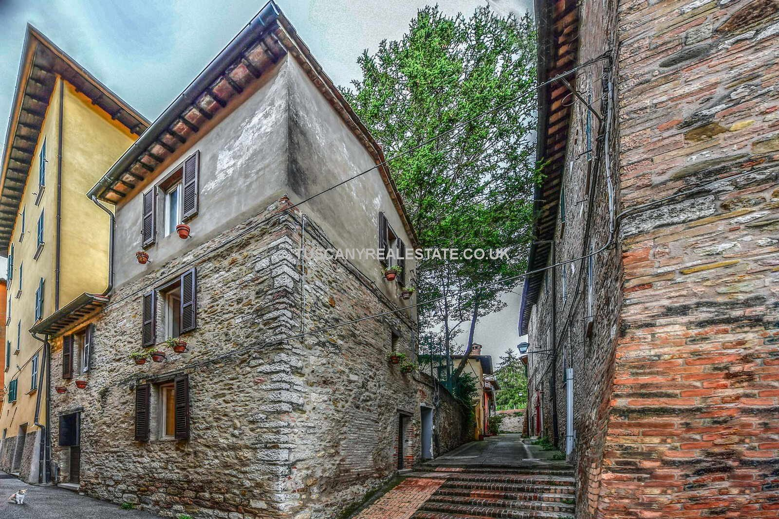 Townhouses for sale in Italy