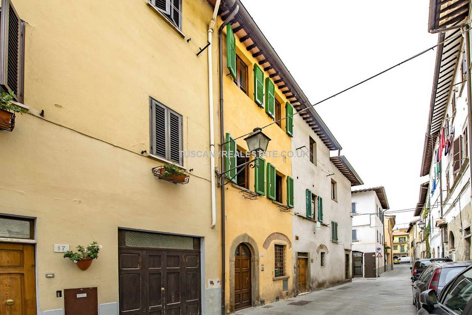 Streetview of Tuscan townhouse for sale