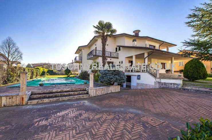 Villa for sale in Italy